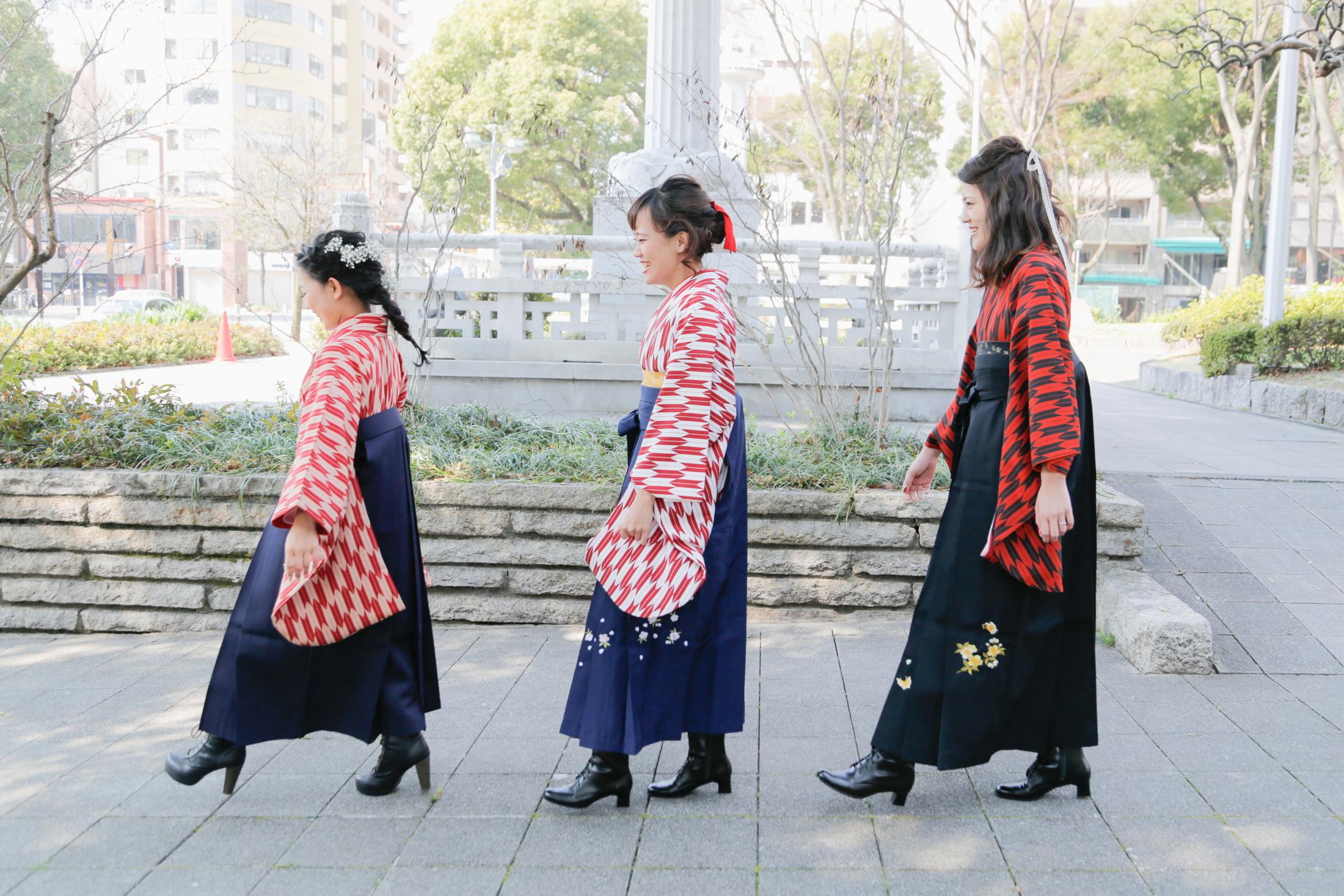 袴(はかま)のあれこれと卒業式でおすすめのヘアメイクの写真